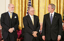 Cerf and Kahn receive Medal of Freedom from President George W. Bush.